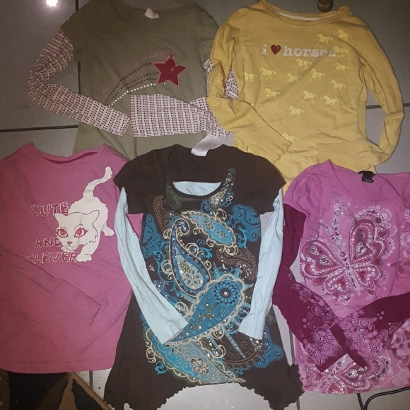 Lot of 5 graphic long-sleeved tees